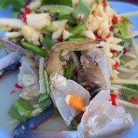 Photo taken at Bang Sare Seafood by songpreeya r. on 3/5/2016