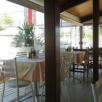 Foto tirada no(a) Tia Nelza Restaurante por Jailson G. em 12/23/2013