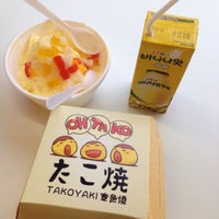 Photo taken at 100 Yen Shop by Sabrina on 5/23/2016