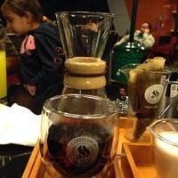 10/20/2013 tarihinde Gaye E.ziyaretçi tarafından Coffeeshop Company'de çekilen fotoğraf
