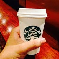 Foto tirada no(a) Starbucks por Helder D. em 10/27/2015