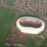 Photo taken at Stadion Gelora Bandung Lautan Api (GBLA) by Boedhi Hermawan W. on 4/17/2013