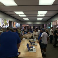 Photo taken at Apple Briarwood by PF A. on 8/26/2014