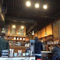 Das Foto wurde bei Burgie's Coffee & Tea Company von PF A. am 11/27/2015 aufgenommen