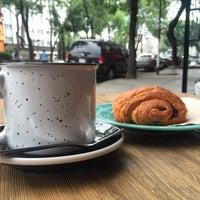 Foto tomada en Dosis Cafe por Erick R. el 5/2/2015