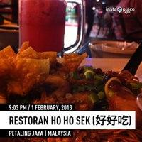 Photo taken at Restoran Ho Ho Sek (好好吃) by Ralphie L. on 2/1/2013