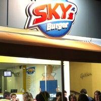 Foto tirada no(a) Sky's Burger por Paulo Marcello(Lelo) D. em 11/2/2012