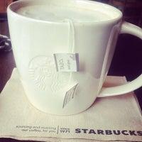 Foto tirada no(a) Starbucks por Krish D. em 7/31/2013