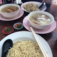 Photo taken at Mdm Ing Fish Noodle 亞殷魚頭粉麵 by Petite P. on 2/9/2018