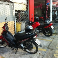 Photo taken at Yamaha Tágide Motos by Robson C. on 3/24/2014