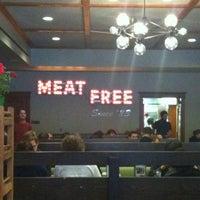 Foto tomada en Chicago Diner por Stacey L. el 3/24/2013