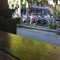 Photo taken at Universitas Mahasaraswati Denpasar by Wahyuni M. on 3/20/2013