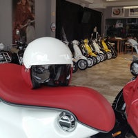 Photo taken at Vespa Queens by Ungie on 10/1/2014