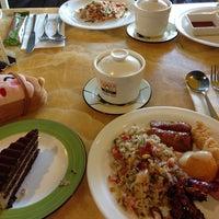 Photo taken at Vienna International Seafood & Teppanyaki Buffet Restaurant by Jia hui on 7/13/2014