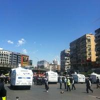 รูปภาพถ่ายที่ Mecidiyeköy Meydanı โดย Zumret F. เมื่อ 5/15/2014