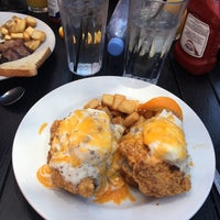 Photo taken at Creole House Restaurant & Oyster Bar by Ivy on 5/6/2017