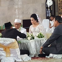 Photo taken at Masjid Agung Sunda Kelapa by Nindita U. on 11/11/2017