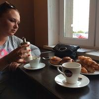 Снимок сделан в Кафе-пекарня «Briosh» пользователем Kary M. 9/13/2014