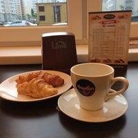 Снимок сделан в Кафе-пекарня «Briosh» пользователем Kary M. 9/10/2014