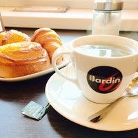 Снимок сделан в Кафе-пекарня «Briosh» пользователем Kary M. 10/1/2014