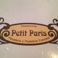Foto tirada no(a) Petit Paris por Daniela em 8/25/2012