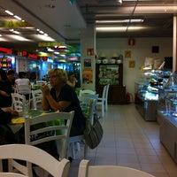 Photo taken at Sitruunapisara kahvila by Reijo M. on 7/15/2013