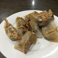 Foto scattata a Lan Zhou Handmade Noodle & Dumpling da Jenny L. il 12/3/2017