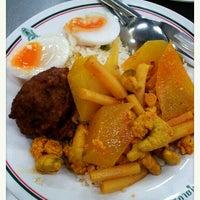 Photo taken at ร้านอาหาร สวัสดิการ ศิริราช by Permsak J. on 12/5/2012