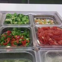 Photo taken at Fresh Salads Fresca Vida by Omar C. on 3/15/2014