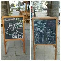 รูปภาพถ่ายที่ Overdose Coffee 3rd Wave Coffee Shop & Roastery โดย Doğukan A. เมื่อ 12/16/2015