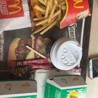 Foto tomada en McDonald's por Ivana K. el 4/16/2016