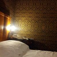 Foto scattata a Hotel Locarno da Ailsa C. il 10/20/2012