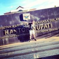 Photo taken at Kantor Bupati Minahasa Selatan by Rivel E. on 6/2/2013
