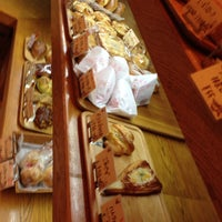 Photo taken at はっくるべりーパン工房 矢倉町店 by kindousan on 11/1/2013