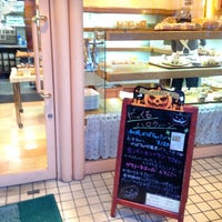 Photo taken at はっくるべりーパン工房 矢倉町店 by kindousan on 10/4/2013