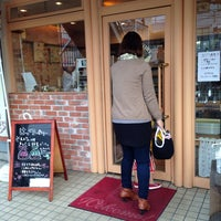 Photo taken at はっくるべりーパン工房 矢倉町店 by kindousan on 4/12/2014
