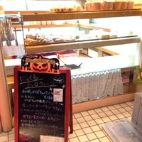 Photo taken at はっくるべりーパン工房 矢倉町店 by kindousan on 10/18/2013