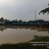Photo taken at Bendungan Gerak Serayu by Eri A. on 5/19/2016