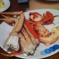 Foto tirada no(a) Village Seafood Buffet por Eric C. em 1/29/2013
