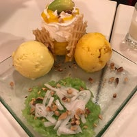Photo taken at Swensen's by Ploy P. on 5/24/2017