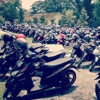 Photo taken at Pujasera UM by Rovi N. on 12/4/2013