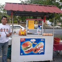 Photo taken at burger 27crew by Faeq Azli M. on 4/4/2012