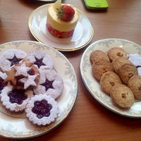 Photo taken at 허니비케이크(Honeybee Cakes) by So Young L. on 3/1/2014