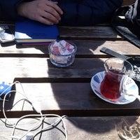 3/6/2014 tarihinde Ezgi Ü.ziyaretçi tarafından Piraye Cafe'de çekilen fotoğraf