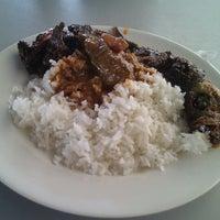 Photo taken at D'Lengkuas Restoran Selera Kampung by Xue on 10/21/2012