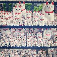 Foto scattata a Gotokuji Temple da petsounds il 10/21/2012