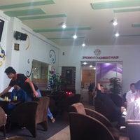 Photo taken at Cafe Hồ Nhật Nguyệt by Hao L. on 12/11/2013