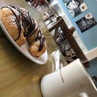 Foto scattata a Mae's Bakery da G. il 9/12/2018