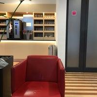 Das Foto wurde bei DB Lounge von Intelli R. am 5/7/2017 aufgenommen