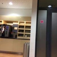 Das Foto wurde bei DB Lounge von Intelli R. am 12/29/2016 aufgenommen